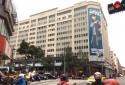 氣派大樓外觀,一樓是微風百貨