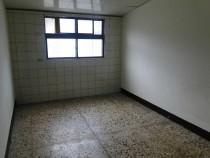 六樓原德公寓只要8000哪裡找,無家具