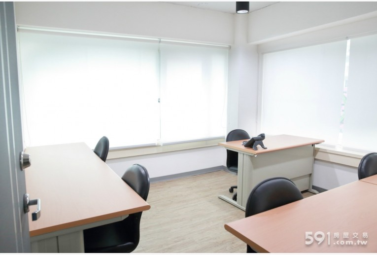 台北租屋,松山租屋,辦公出租,5人辦公空間-有大面對外窗