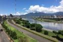 鄰河畔,散步、運動,兩相宜