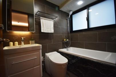 衛浴設備居然有附浴缸!!