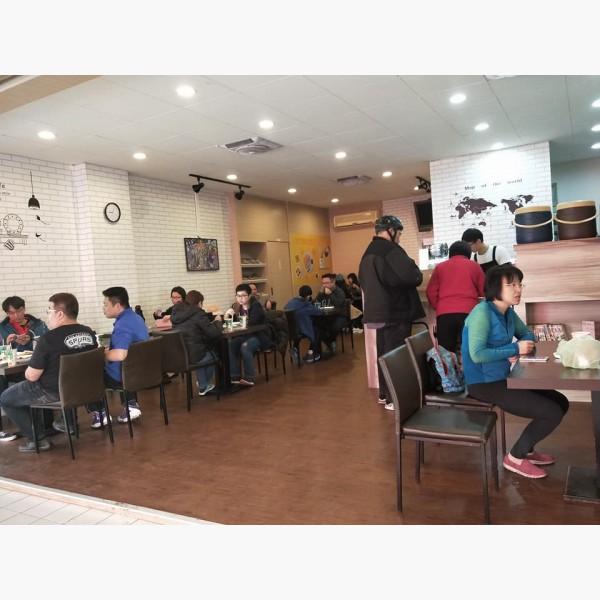 【優質店面頂讓】複合式餐飲鄰近校區、住宅
