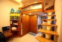 挑高寬敞的客廳空間