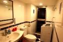 整潔明亮的浴室