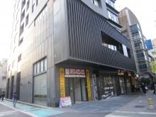 東區空間巨人-挑高5.75米三角窗店