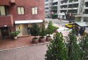 窗外景。樓下有高級服飾店及咖啡廳